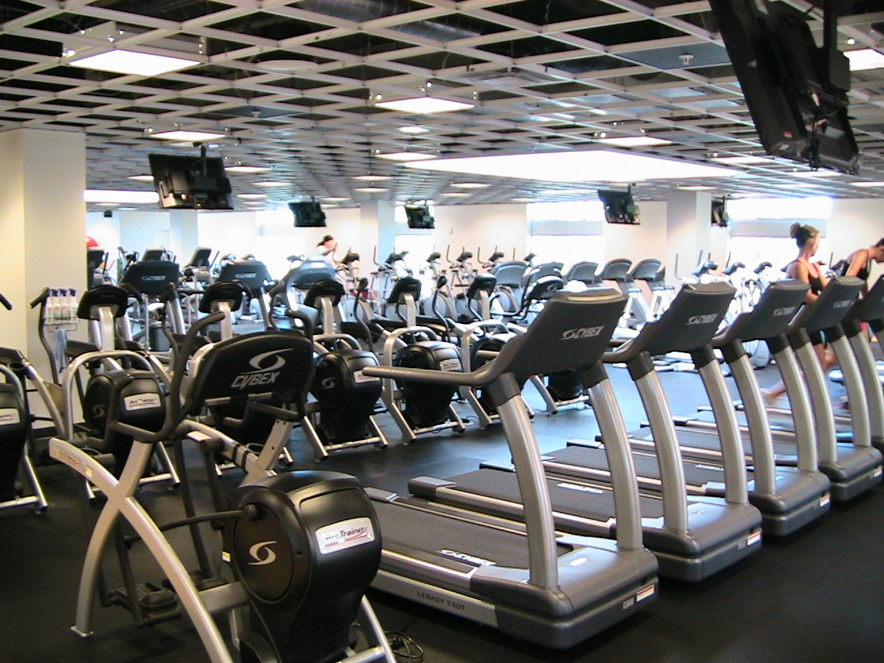how to pick a fitness center archives passport to wanderlust. Black Bedroom Furniture Sets. Home Design Ideas